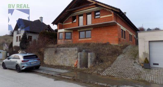 Na predaj 6 izbový rodinný dom 1104 m2 Ráztočno okres Prievidza 170001