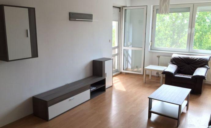 Svetlý, kompletne zariadený byt s loggiou, parkovacie miesto, Ružinov