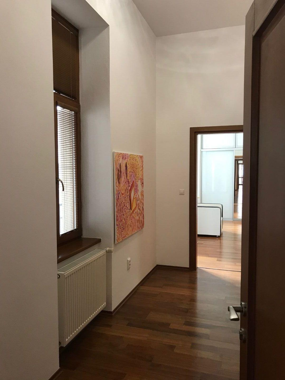 3 izbový nadštandardný byt, 109 m2 + 2x balkón + 2x parkovacie miesto, Trenčín, Nám.sv.Anny / centrum