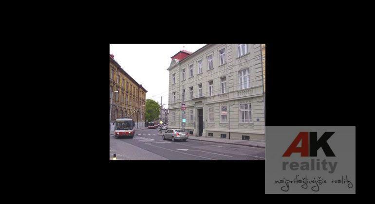 Reprezentatívne administratívne priestory v prestížnej lokalite Palisády s parkovaním, štýlové podkrovie s klimatizáciou..