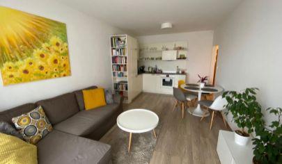 Zariadený 2 izbový byt s úžasnou atmosférou s parkovacím miestom v atraktívnej lokalite Jégeho Alej