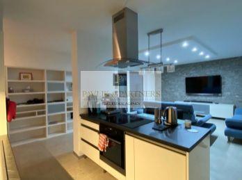 Predaj luxusný veľkometrážny 3izb byt, novostavba, terasa, 2x garážové státie