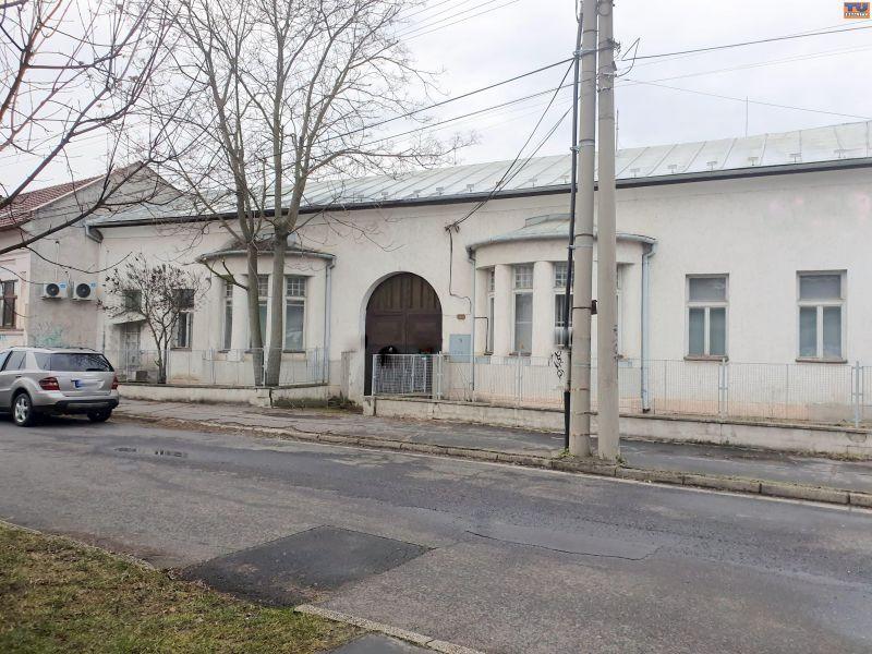Administratívny objekt-Predaj-Lučenec-0.00 €