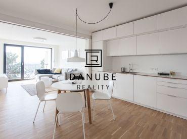 Prenájom dizajnový 3-izbový byt v Bratislave-Starom meste vo Fialkovom údolí.