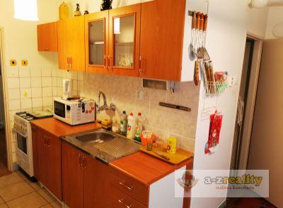 2902  Ponúkame na predaj 3 u.byt v centre Nových Zámkov.