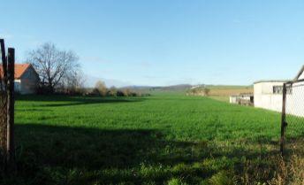 Na predaj nádherný, rozľahlý stavebný pozemok v tichej časti obce Dolný Lopašov.