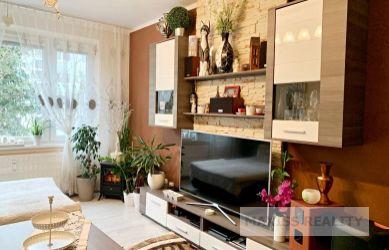 REZERVOVANÉ: Veľké 3-izbové Účko na Javorníckej ulici