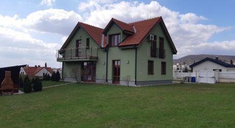 Kuchárek-real:EXKLUZÍVNE:  Ponuka luxusného 4 izbového rodinného domu v Modre.