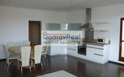 Veľký 2 – izbový byt v Šamoríne 80 m2 + garážové státie + pivničná kobka vedľa bytu + internet