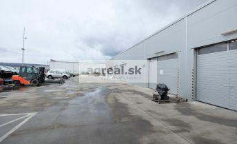 Prevádzková budova s veľkým pozemkom v priemyselnej zóne – Pezinok