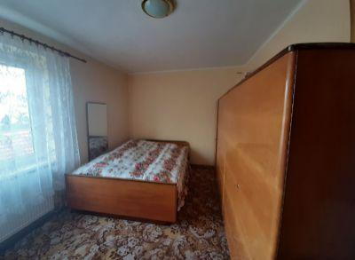Na predaj 3 izbový byt v Trenčianskej Teplej murovaný s vlastným kúrením a pozemkom