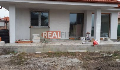 REALFINN PREDAJ - novostavba 4 izbového rodinného domu Nové Zámky, VIDEO
