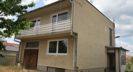 Rodinný dom na predaj v obci Imeľ.