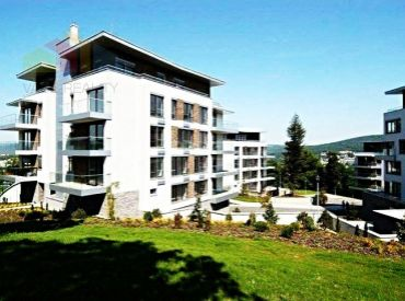 Na prenájom, moderný a krásny 4-izbový byt, 197 m² + 2 balkóny, Hriňovská, klimatizovaný, od 1.5.