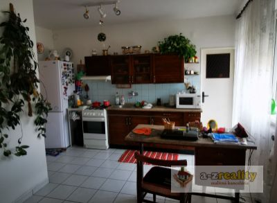2904 Do prenájmu veľký 3-izb.byt s garážou v Nových Zámkoch