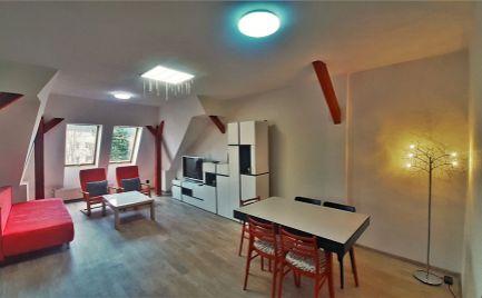 Na prenájom krásny slnečný 2-izbový podkrovný byt priamo v Centre