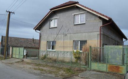 RD v bočnej ulici Hrubý Šúr, PP 200 m2, pekná záhrada vhodná na rozparcelovanie, IS a výstavbu 3265 m2, predaj aj samostatne, dohoda možná