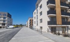 KOLAUDUJEME !!!  3 izbové 103.000,- € v ŠTANDARDE  s balkónom, obec HAMULIAKOVO, len 15km od Bratislavy