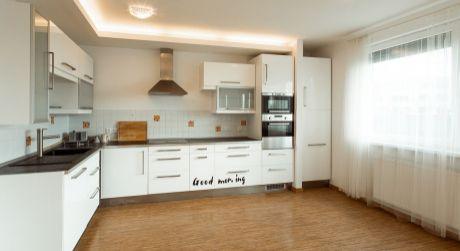 3 izbový byt na predaj Kadnárova ulica s 2 parkovacími státiami v garáži.