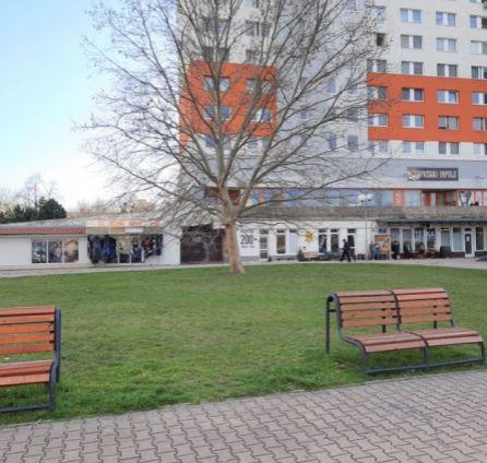 StarBrokers – EXLUZÍVNY PREDAJ : obchodný priestor 50 m2 Nobelovo námestie, Bratislava - Petržalka