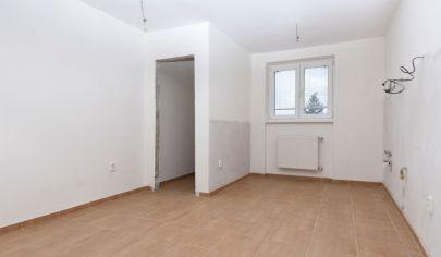 EXKLUZÍVNE iba u nás-Predaj 3 izbového bytu Rohovce-komplet.rekonštrukcia