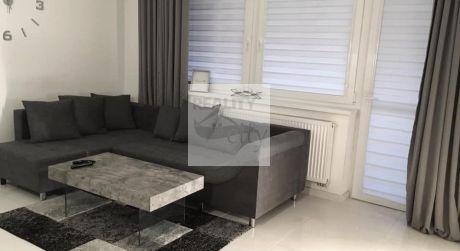 Kompletne zariadený 2 - izbový byt s terasou 56m2 na prízemí, na začiatku Rajky
