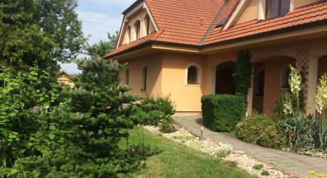 Predaj rodinného 6 izbového domu v obci Láb.