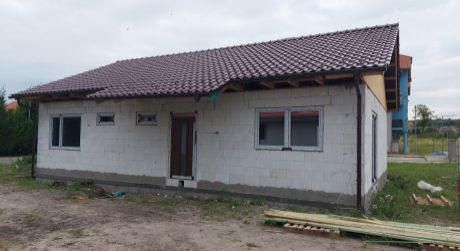 PREDANÉ:   novostavba domu, Holíč, M. Terézie