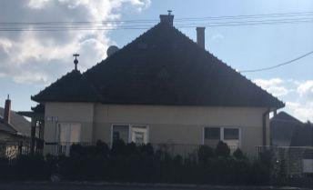 Ponúkame na predaj čiastočne zrekonštruovaný dom vo vyhľadávanej lokalite na ul.Bratislavská v Trenčíne