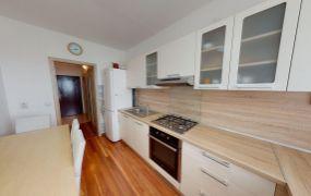 Na predaj veľmi pekný a vkusne zrekonštruovaný 3-izbový byt v Trenčíne, sídlisko Juh, ul. Novomeského.