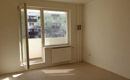 Na predaj 1 izbový byt s loggiou, Topoľčany, sídlisko Juh, ul. Martina Benku