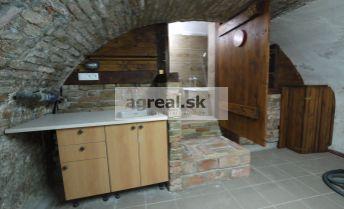 Obchodno-skladový priestor Dunajská ulica 36 m2 v suteréne