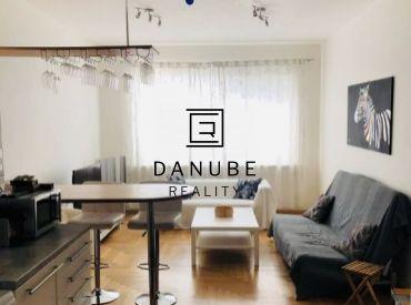 Prenájom 2 izbový byt na Dunajskej ulici v centre Starého mesta-Bratislavy.