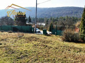 Exluzívne na predaj slnečná záhrada so záhradnou chatkou v širšom centre mesta