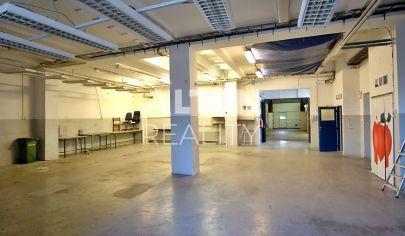 Administratívna budova so skladovými priestormi