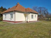 Rodinný dom s pozemkom v obci Melek na predaj