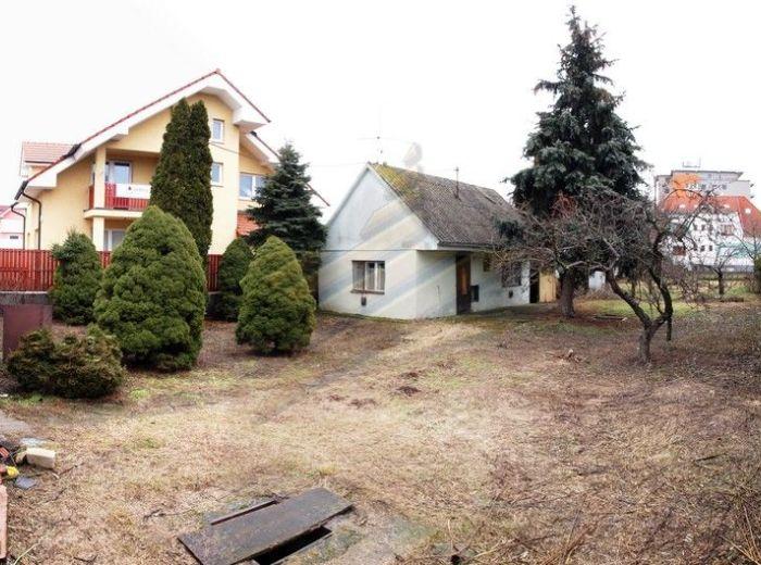 PREDANÉ - P. BISKUPICE - KOVOVÁ, stavebný pozemok, 801 m2 - rovinatý, JEDINÝ NEZASTAVANÝ V OKOLÍ