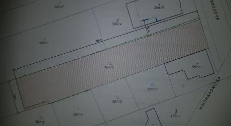 Kuchárek-real: Pekný stavebný pozemok na tichej bočnej ulici.