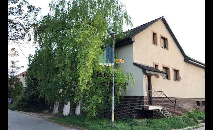 Trnava Spartakovská ul predaj dvojgeneračného 7 izbového rodinného domu s terasou a 6x GS