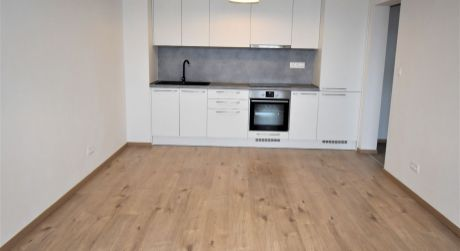 Na prenájom 2 izbový byt s lodžiou v novostavbe+park.miesto, 53 m2, Trenčín, ul. Zlatovská