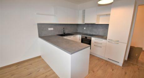 Na prenájom 2 izbový byt s lodžiou v novostavbe+garáž, 62 m2, Trenčín, ul. Zlatovská