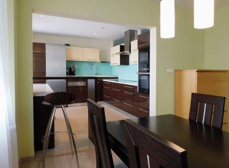 POZOR, NOVÁ ÚPRAVA CENY! Na predaj 77 m² 3i byt v Trnave zrekonštruovaný vo vysokom štandarde
