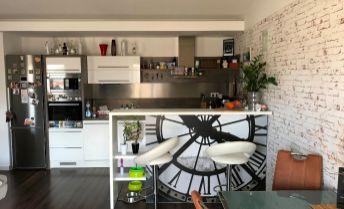 Parádny mezonetový byt s garážou, lodžiou a terasou - výhodne