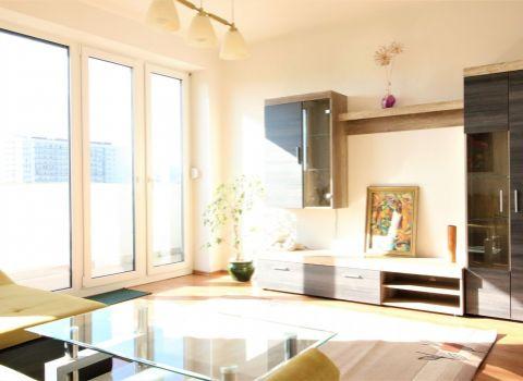 Na prenájom priestranný 2 izbový byt pri OC Retro s výhľadom na jazero