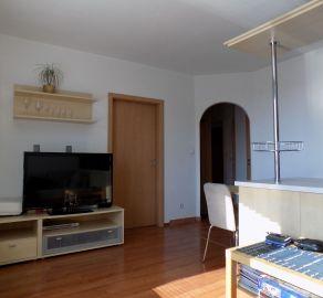 IBA U NÁS - STARBROKERS - Predaj  2 izb. slnečného bytu s balkónom a komorou, Rusovská cesta, BA V, kolaud. r. 2008