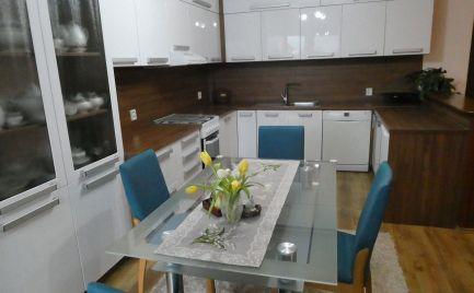 Extra veľký 3 izbový byt s vlastnou záhradou