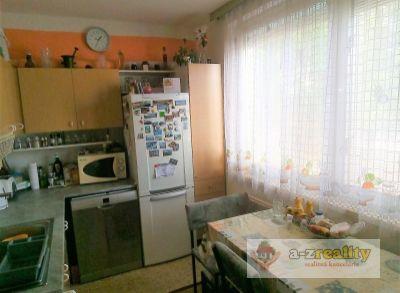 2910 Na predaj 4-izb.byt v N.Zámkoch