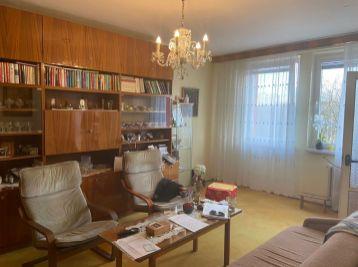 NOVÁ CENA - Predáme pekný 4 izb. v Ružinove na Komárnickej ulici vo vyhľadávanej lokalite neďaleko parku.