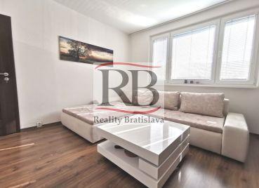 Slnečný 3-izbový byt na Hrobakovej ulici v Petržalke