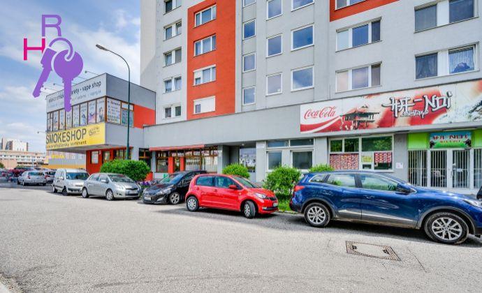 3 izbový byt  na začiatku Petržalky, úplna rekonštrukcia, Gessayova ul.